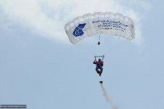 2010-12-06-Goraszka-Goraszka-Air-Picnic-0405-Parachuters