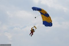 2010-12-06-Goraszka-Goraszka-Air-Picnic-0414-Parachuters